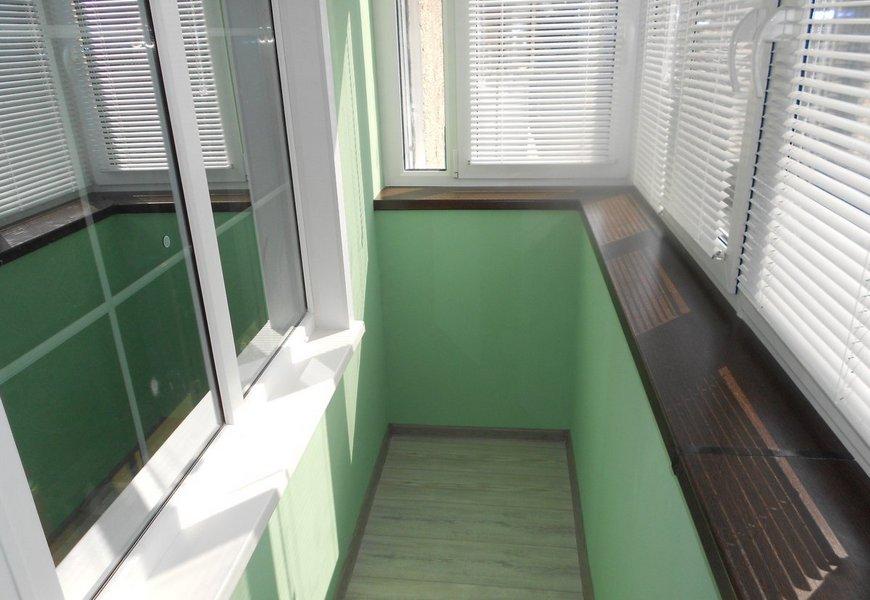 Тёплый балкон ПВХ, профиль системы Exprof, фурнитура MACO, ламинированный подоконник под дерево.